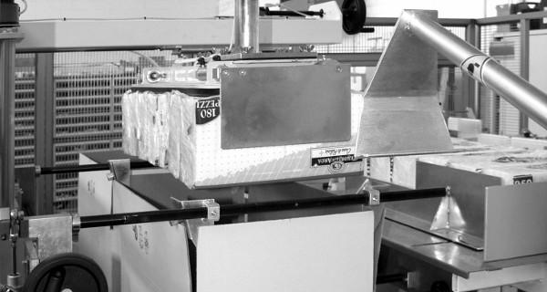 MICROLINE: Incartonatrice RVM, riempimento verticale  del cartone | encartonneuse à remplissage Vertical de la caisse | Kartoniermaschine mit Befüllung des Kartons von oben